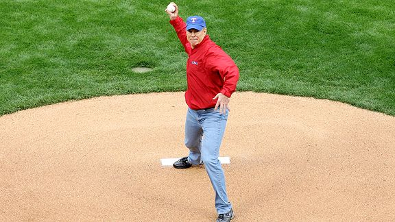 Roger Staubach - First pitch - World Series 2011 - Texas Rangers vs St. Louis Cardinals