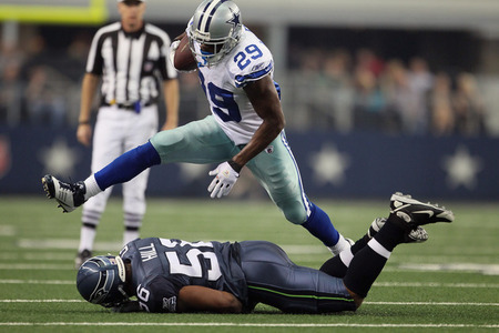 Dallas Cowboys DeMarco Murray jumps over Hill