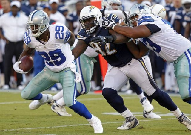 Dallas Cowboys running back DeMarco Murray (29) runs past San Diego Chargers defensive tackle Vaughn Martin - The Boys Are Back blog