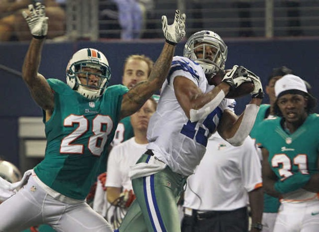 Dallas Cowboys wide receiver Andre Holmes (15) catches a deep ball vs Miami Dolphins - The Boys Are Back blog