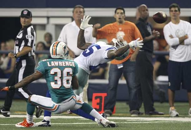 Dallas Cowboys wide receiver Kevin Ogletree (85) goes after the ball against Miami Dolphins - The Boys Are Back blog