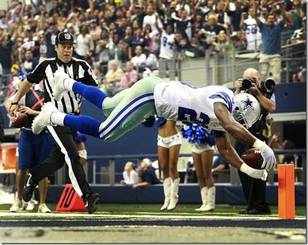 Dallas Cowboys running back DeMarco Murray (29) dives over the goal line to score - The Boys Are Back blog