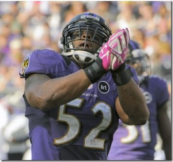 Baltimore Ravens Ray Lewis looks skyward in the fourth quarter - The Boys Are Back blog