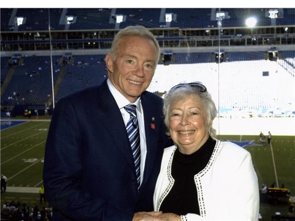 Dallas Cowboy owner Jerry Jones with his mother Arminta Jones who was a 2007 Cherry Blossom Medal award winner - The Boys Are Back blog