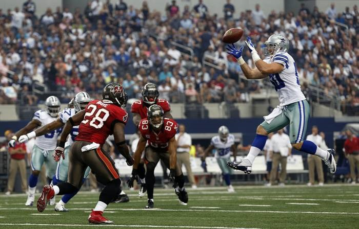 cd3f8dacd Dallas Cowboys inside linebacker Sean Lee (50) snares a first quarter  interception that was