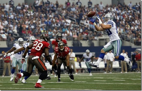 Dallas Cowboys inside linebacker Sean Lee (50) snares a first quarter interception that was tipped up in the air by the Tampa Bay Buccaneers - The Boys Are Back blog
