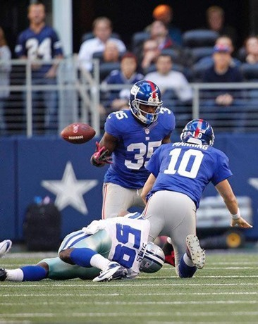 Dallas Cowboys linebacker Ernie Sims gets after Eli Manning - The Boys Are Back blog