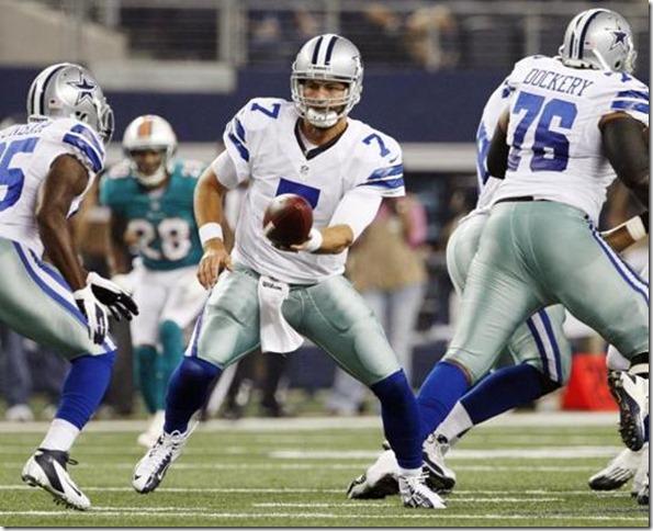 Dallas Cowboys QB Stephen McGee hands the ball to Lance Dunbar - The Boys Are Back blog