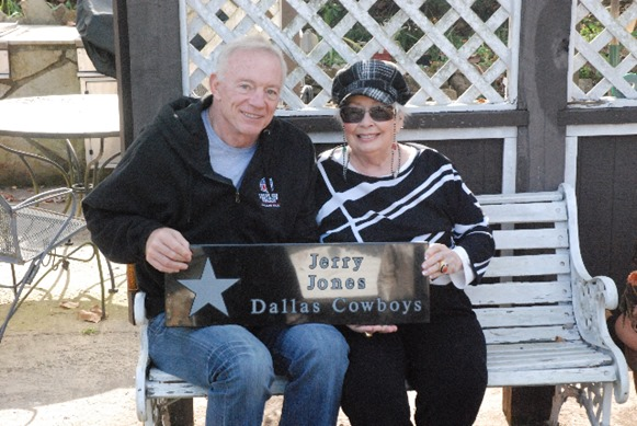 Jerry Jones is seated with his mother Arminta Jones - The Boys Are Back blog