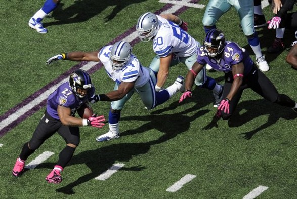 Baltimore Ravens running back Ray Rice, left, rushes past Dallas Cowboys dedenders Bruce Carter, second from left, and Sean Lee - The Boys Are Back blog
