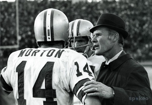 Dallas Cowboys quarterback Craig Morton (14) talks to Tom Landry - The Boys Are Back blog