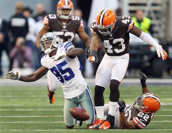 Dallas' Kevin Ogletree (85) is rocked by a vicious hit by Cleveland's T.J.Ward - The Boys Are Back blog
