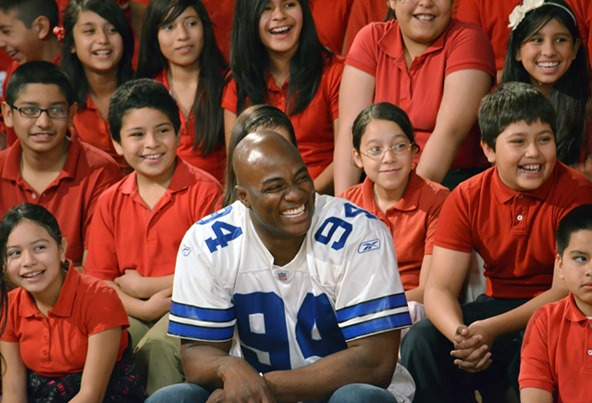 DeMarcus Ware #94 likes children and doesn't want them to go hungry - The Boys Are Back blog