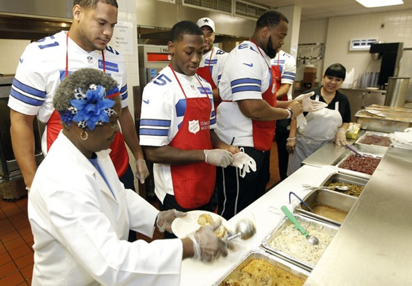 Sherby Nixon shows rookie Cowboys linebacker Kyle Wilber, left, and running back Lance Dunbar how to prepare a thanksgiving lunch plate - The Boys Are Back blog