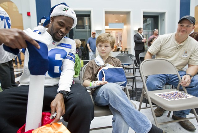 Dallas Cowboys practice squad wide receiver Tim Benford (16) visits with Alex Lisenby, 8, and his dad Kent, right, at Cook Children's Hospital in Fort Worth - The Boys Are Back blog