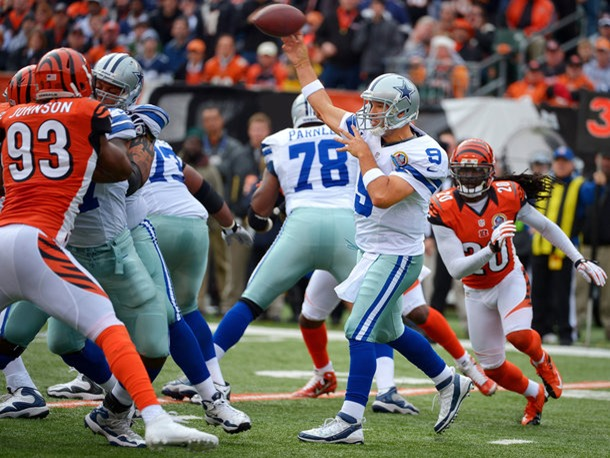Dallas Cowboys quarterback Tony Romo (9) passes to Dallas Cowboys wide receiver Dez Bryant vs Cincinnati Bengals 2012 - The Boys Are Back blog