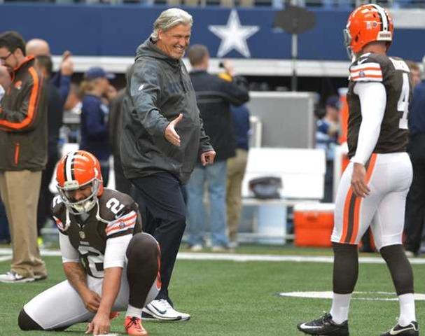 Dallas Cowboys defensive coordinator Rob Ryan talks to Cleveland Browns punter Reggie Hodges and Cleveland Browns kicker Phil Dawson - The Boys Are Back blog