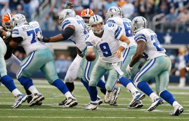 Dallas Cowboys quarterback Tony Romo hands the ball off to Dallas Cowboys running back Felix Jones