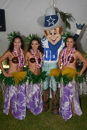 NFL Pro Bowl - Dallas Cowboys mascot Rowdy poses with Polynesian dancers at the 2013 Pro Bowl tailgate party - The Boys Are Back blog