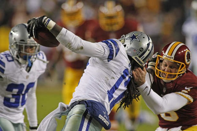 Washington Redskins punter Sav Rocca (6) grabs Dallas Cowboys wide receiver Dwayne Harris (17) by the face mask 2 - The Boys Are Back blog