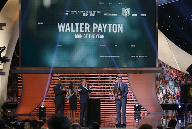 dallas cowboys jason witten wins the walter payton man of the year award - the boys are back blog 2013