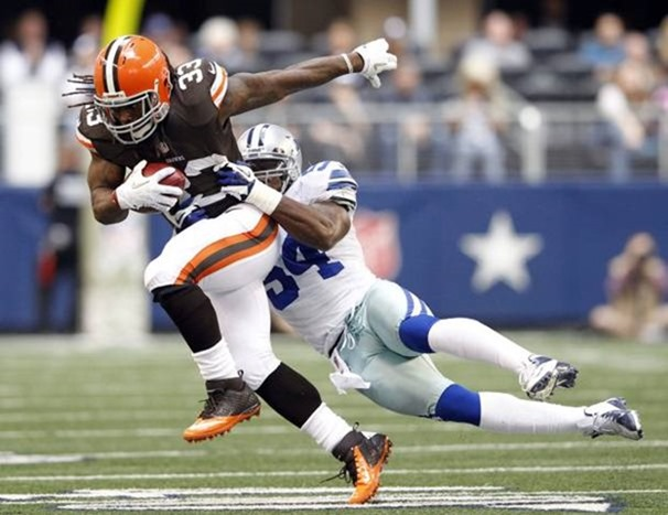 dallas cowboys inside linebacker bruce carter (54) tackles cleveland browns running back trent richardson - the boys are back blog