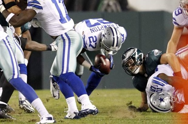 dallas cowboys strong safety eric frampton (27) recovers the ball that was fumbled by dallas cowboys running back lance dunbar - the boys are back blog