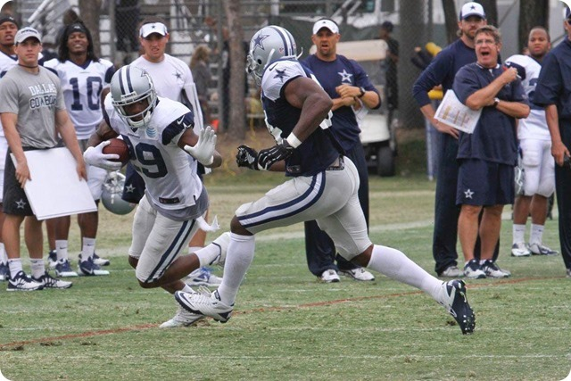 2013 TRAINING CAMP REPORT - Dallas Cowboys get taste of real football with Blue & White scrimmage - DeMarco Murray stiff arm