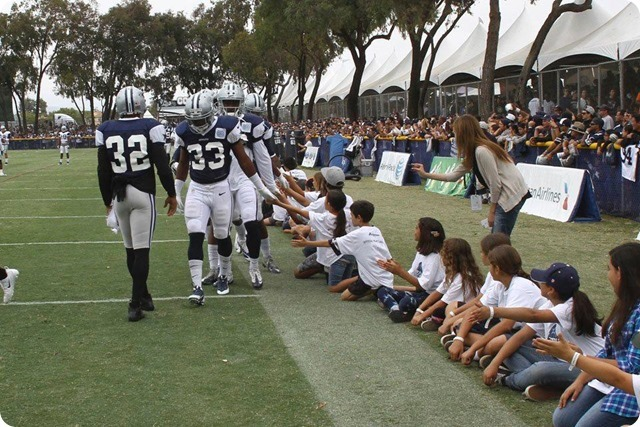 2013TRAINING CAMP REPORT - Dallas Cowboys get taste of real football with Blue & White scrimmage - Fans watch