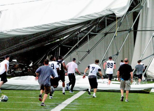 Dallas Cowboys players and team staff run to check for trapped team and staff following the collapse of the team's indoor practice facility - The Boys Are Back blog