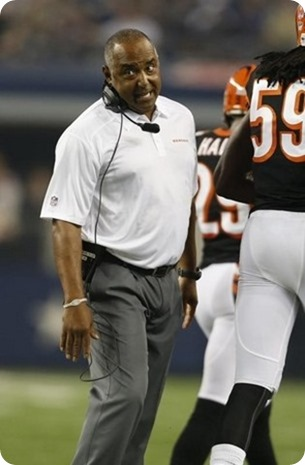 Cincinnati Bengals head coach Marvin Lewis reacts after a Dallas Cowboys second quarter touchdown
