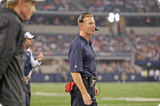 MESSAGE SENT AND RECEIVED - Jason Garrett impressed with DeMarco Murray response to benching - The Boys Are Back blog 2013 - Jason Garrett on sidelines