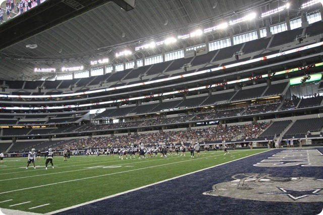 SILVER AND BLUE DEBUT - Dallas Cowboys take in AT&T Stadium aura at homecoming - Endzone