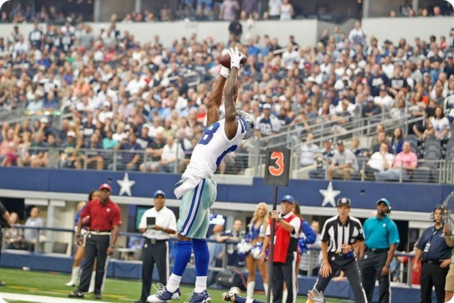 RAMMING THE ROCK - DeMarco Murray grinds out 175 yards against St. Louis Rams - 2013-2014 Dallas Cowboys schedule - Dez Bryant scores on play-action pass