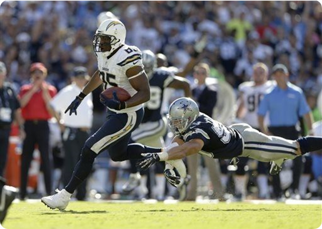 San Diego Chargers tight end Antonio Gates scores past 2013-2014 Dallas Cowboys middle linebacker Sean Lee