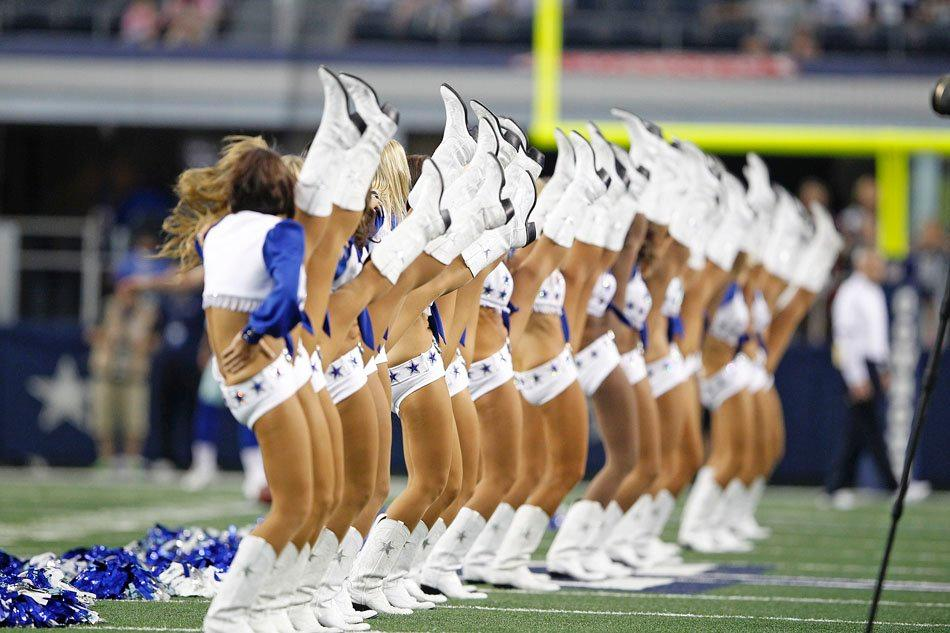 dallas-cowboys-cheerleaders-kick